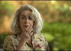La dernière folie de Claire Darling: l'enchantement jusqu'au bord de la folie et de l'horreur de l'oubli de soi