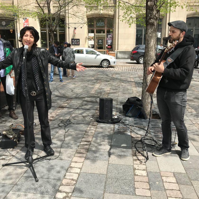 Portrait de Ariana et Curtis, musiciens de rue (vidéo performance)